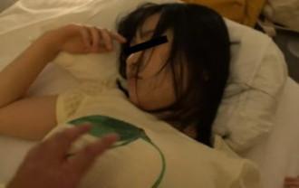 部活動合宿で睡眠薬夜這いをする顧問教師の記録映像