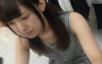 4kアイドル級のめちゃ可愛いアパレル店員さんの胸チラパンチラ天国vol.02