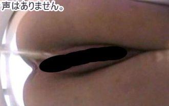 オマンコ丸見え金髪トイレ盗撮 2